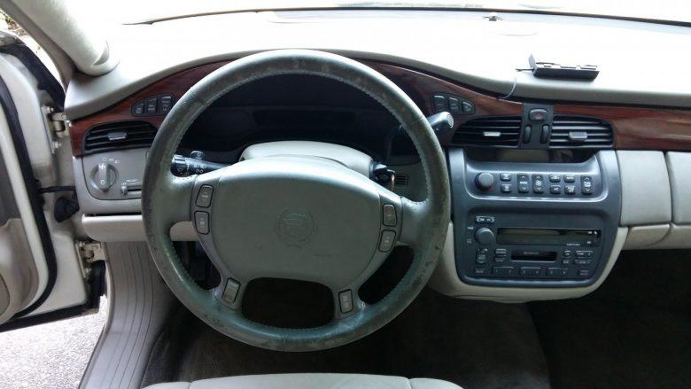 das abgenutze Cadillac Lenkrad