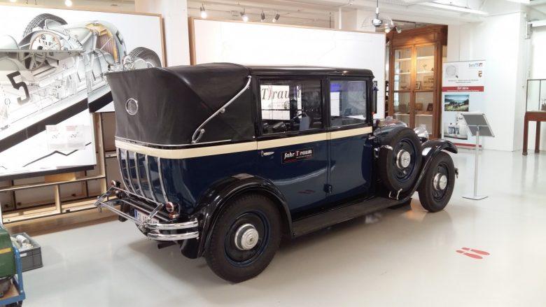 das Steyrer Oldtimer Taxi mit Leder Verdeck