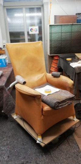 ein abgenutzter Wohnzimmer Sessel