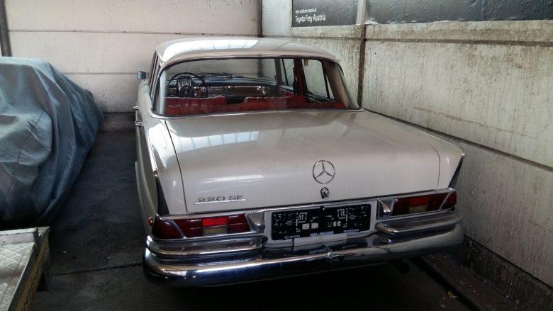 ein alter Mercedes 220 SE